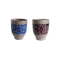 Kit 2  copinhos de dose decorado  para licores e cachaças em pedra sabão