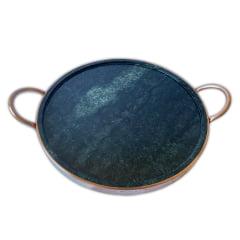 Forma 31 centímetros em pedra sabão com descanso de ferro