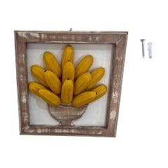 Quadro banana de madeira com pintura patina acompanha bucha e parafuso